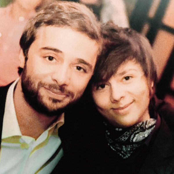 «Влад дошел до третьего тура в Школе-студии МХАТ, - делится Илья. – Я «держал пальцы», чтобы он не поступил»