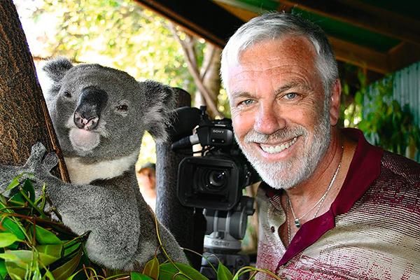 Крылов обожает животных. С коалой в австралийском заповеднике