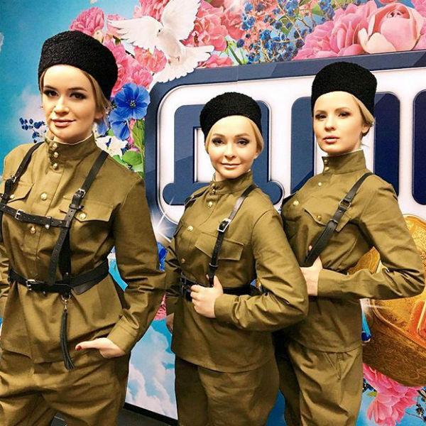 Александра продолжает дружить с экс-участницами телепроекта Еленой Бушиной и Натальей Варвиной