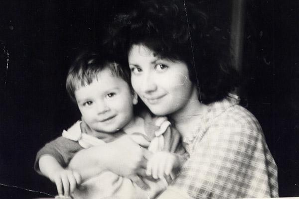 В детстве Сережа любил  слушать в наушниках  «Бременских музыкантов»