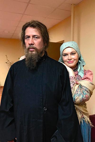 В исторической драме «На круге» Ирина сыграла роль жены священника (Андрей Мерзликин)