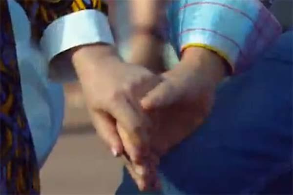 Держась за руки, Юлия и Игорь продемонстрировали эффективный способ невербального общения в их семье