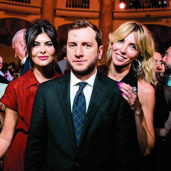 Этим летом режиссера часто видели в компании Оболенцевой и ее подруги Светланы Бондарчук