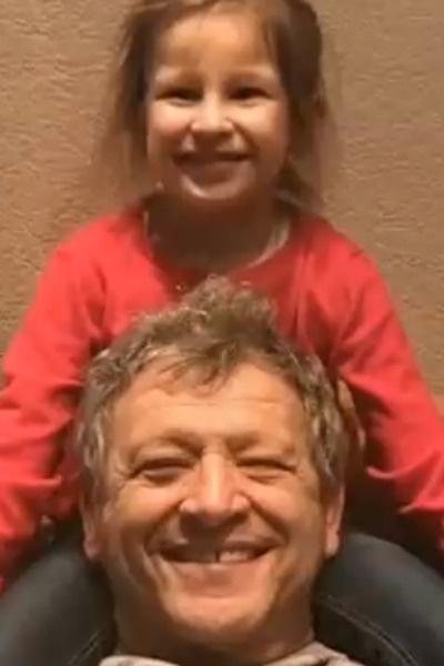 С дочерью Василисой он видится регулярно