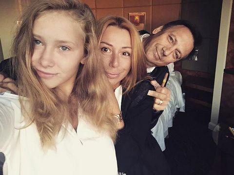 Счастливая семья. Алена Апина с мужем и дочерью