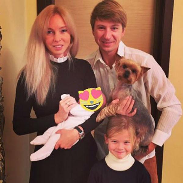 Первое семейное фото фигуристов в полном составе