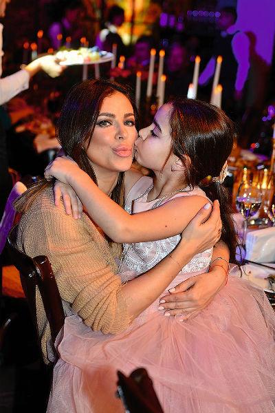 Дочь Ани Лорак Соня – одна из самых близких подруг виновницы торжества