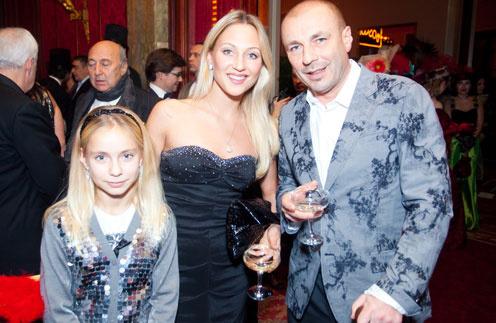 Жулин, его возлюбленная Наталья и дочь Саша часто вместе появляются на светских мероприятиях