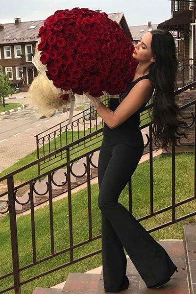 Виктория Романец хвастается подарками от поклонника
