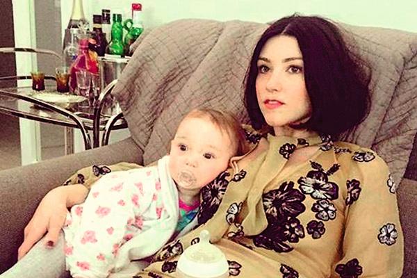 Лоу также имеет двух внебрачных дочерей. Мать четырехлетней Ады — певица Кэт Хардинг