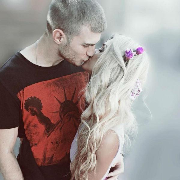 Молодой человек и его возлюбленная вместе пять лет