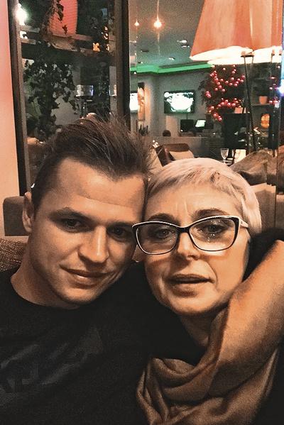 «Спасибо за все тебе» – подписал Тарасов фото с мамой