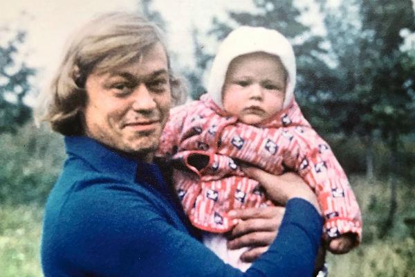У актера был всего один наследник, который подарил ему троих внуков. На фото – с маленьким Андреем в 1978 году