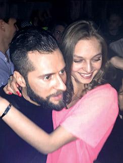 Друзья певца заметили, что новая девушка похожа на его бывшую супругу
