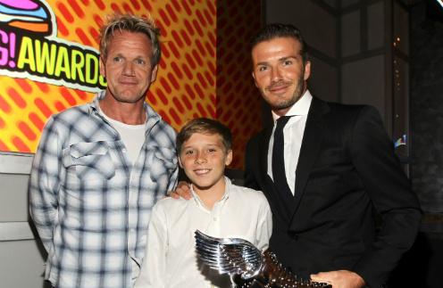 Дэвид Бекхэм с сыном Бруклином и телеведущим Гордоном Рамси