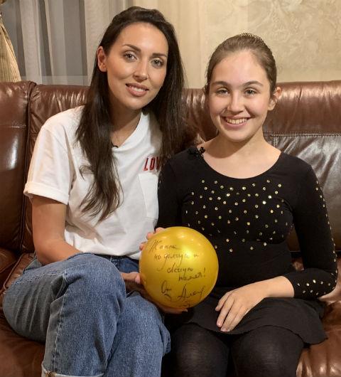 Алсу исполнила мечту девочки со сложным заболеванием
