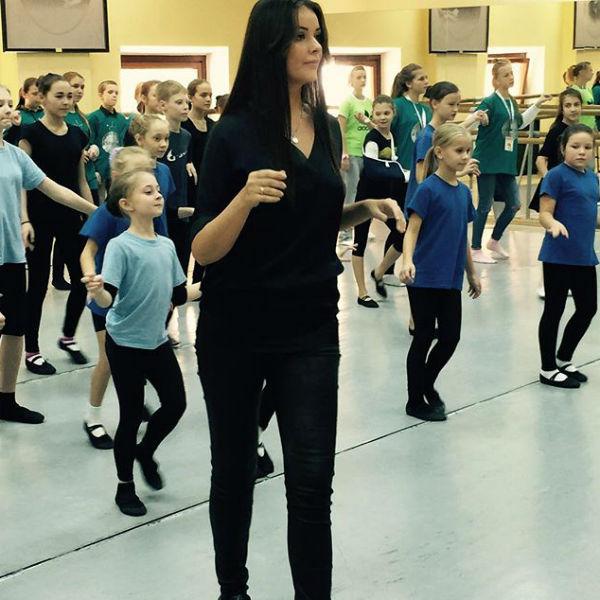 Телеведущая регулярно занимается танцами и стретчингом, чтобы держать себя в форме