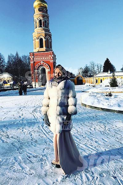 Дарья часто посещает храмы