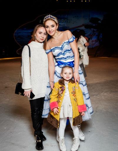 Татьяна Навка с дочерьми