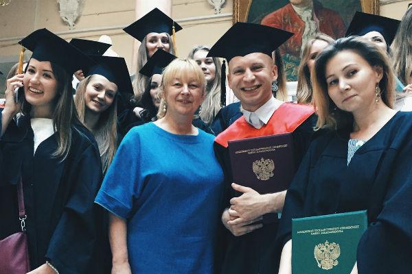 Недавно Роман закончил МГУ с красным дипломом