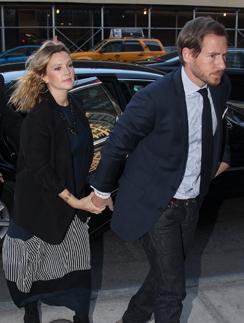 Дрю Бэримор и ее жених Уилл Копельман.