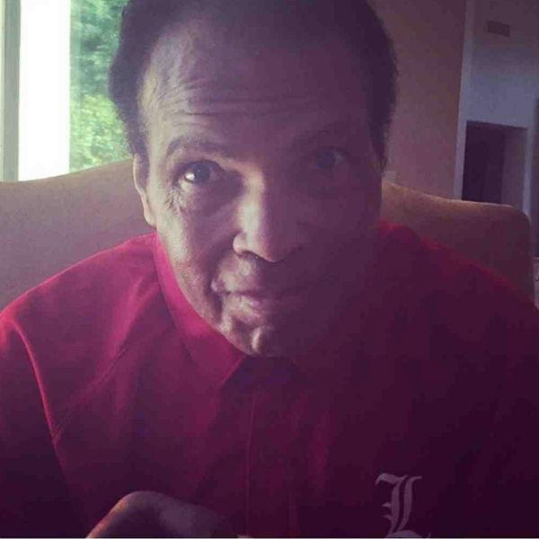 Боксер страдает болезнью Паркинсона