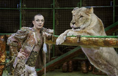 Гия Эрадзе - универсальный дрессировщик. Может работать как со львами, так и с голубями