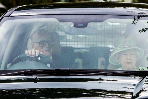 И королева, и ее супруг обожают водить автомобиль