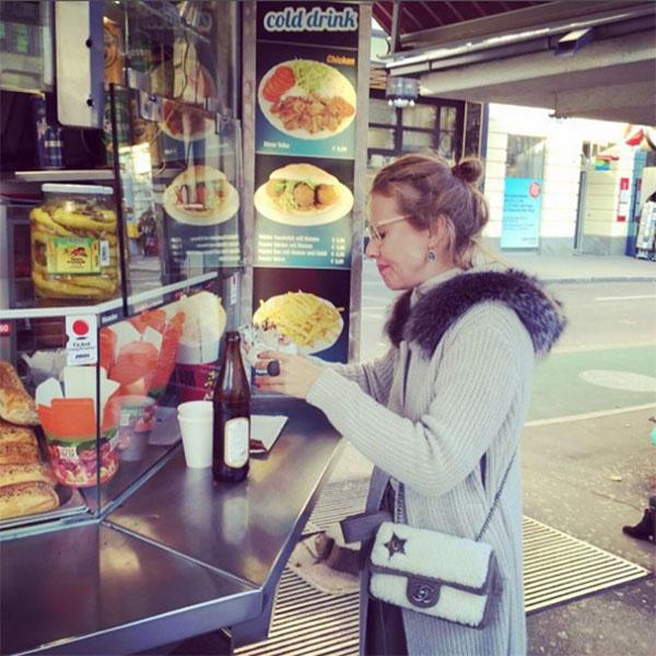 «Уличная еда в Вене - это нереально вкусно!» - призналась в слабости к фастфуду Ксения Собчак