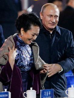 Владимир Путин и первая леди Китая Пэн Лиюань