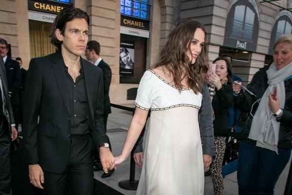 Кира Найтли с супругом в Париже