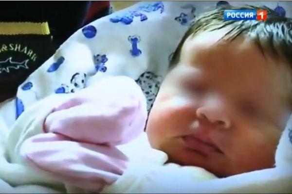 При рождении девочка весила более четырех килограммов