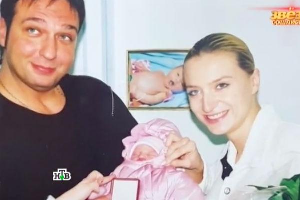 Ксения Бик с бывшим мужем Сергеем Коваленко в день выписки из роддома
