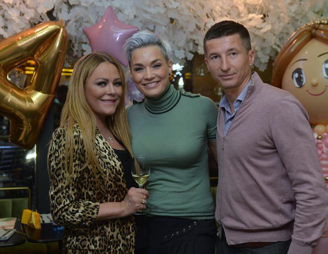 Юлия Началова, Юлия Костюшкина и Евгений Алдонин