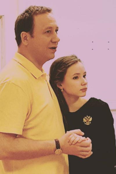 Мария Ильюхина со своим экранным папой Георгием Дроновым