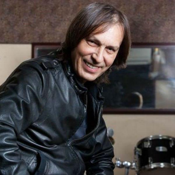 Николай Носков отменил концерты в конце марта