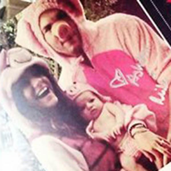 Этим фото семейное трио порадовало своих знакомых