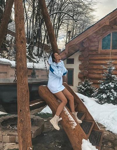 Виктория Романец наслаждается отдыхом в Сочи. Здесь она не одна, а с мужем