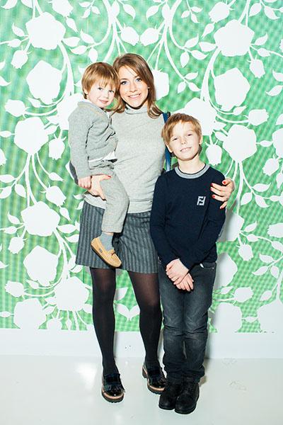 Юлия Барановская с сыновьями Артемом и Арсением