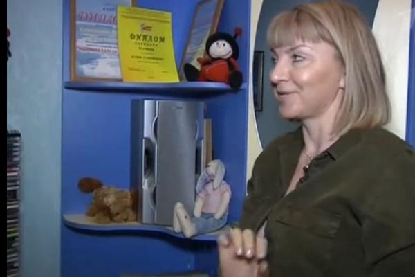 Мама Юлии показала многочисленные грамоты дочери