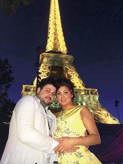 Летом влюбленные побывали в Париже