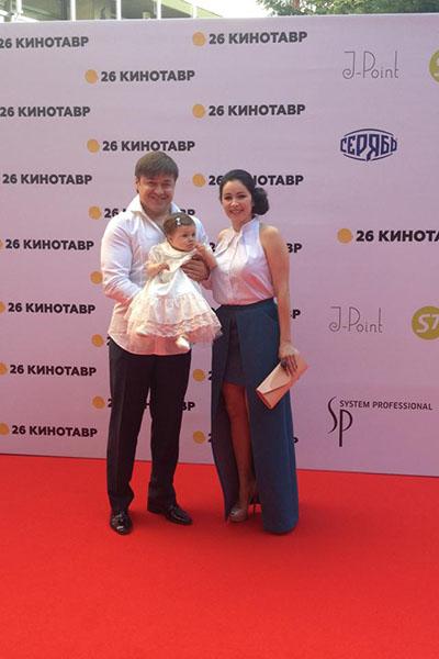 Любовь Тихомирова приехала в Сочи с мужем и дочкой