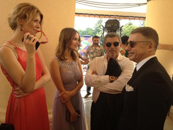 Антон Табаков появился на синей дорожке в компании своей жены Анжелики и дочери Анны