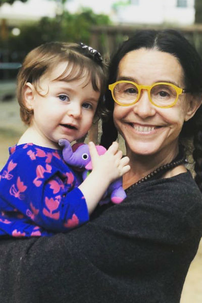 Луселия много путешествует вместе с сыном и внучкой