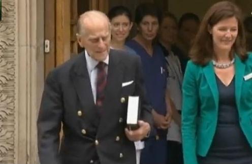 Принц Филип покидает Лондонскую клинику