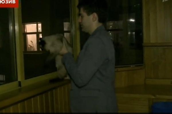 Дмитрий Борисов был одним из первых, кто пришел в гости к знаменитому артисту