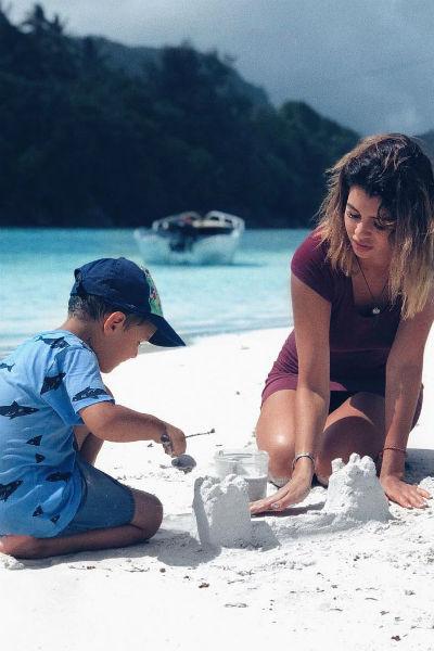 Маленький Роберт проводит все свободное время с мамой и папой