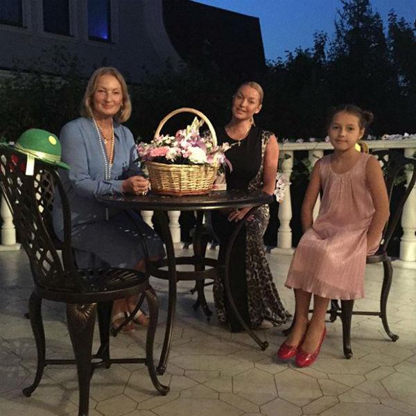 По признаниям Волочковой, ее отношения с мамой по-прежнему нельзя назвать простыми