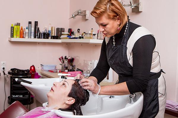 Софье стоит акуратно подбирать краску - для тонких волос подходят только щадащие варианты