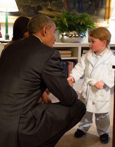 Президент Барак Обама во время визита в Великобританию с удовольствием пообщался с наследником королевской четы